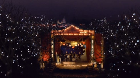 Extrait du clip Christmas Lights de Coldplay