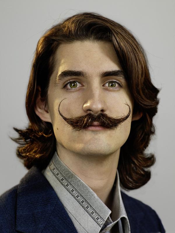 vendredi c u2019est moustache chez vue represents