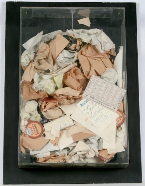 Poubelle, accumulation de déchets par Arman